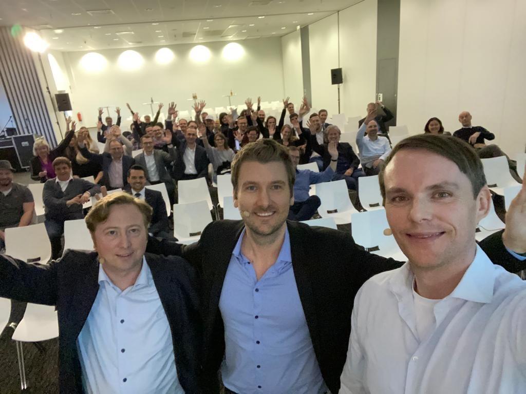 Gruppenfoto der Deutsche Steuerberatergenossenschaft bei einer Konferenz